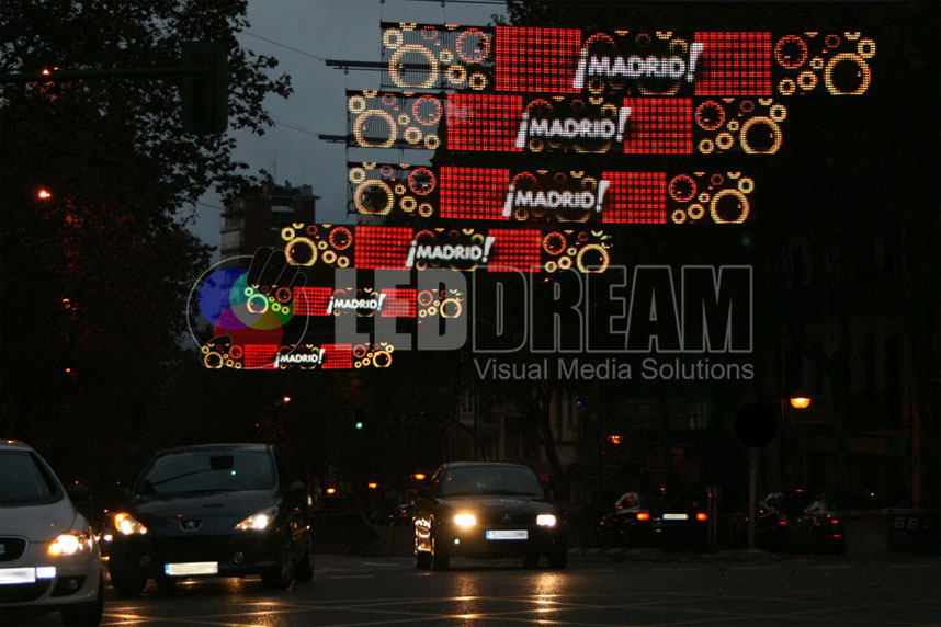 Vodafone 2011 Christmas campaign in Madrid: outdoor IP65 LED curtain